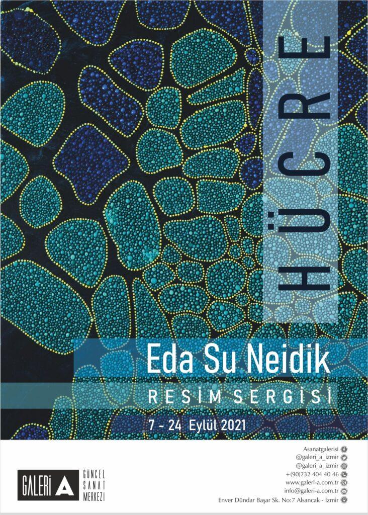 """Hücre"""" sergisi 19 eserden oluşuyor. Sergi de noktalar hücreleri temsil ediyor. Hücre araştırması ve yapılışı bir buçuk senemi aldı. Güzel bir arayış ve uygulama zamanı oldu benim için. Bu sergide insanın kendi hücreleri yansıra bulunduğumuz ortamdaki hücrelere de dokunarak, bir bütün olarak işlemek istedim bu hücreleri. Kimisi insan vücudundan hücreler, kimisi ise dokunduğumuz, beraber yasadığımız gündelik hayatımızdaki organizmalar.  BİYOGRAFİ :  Eda Su Neidik Fransız - Türk ressam. İlk, orta ve lise eğitimini Paris'te tamamlayarak Sorbonne Güzel Sanatlar'dan mezun oldu. Aynı zamanda Sudden Theatre oyunculuk eğitimini tamamladı. 19 yaşında Erasmus programıyla Bologna Güzel Sanatlar Akademisi'ni kazanarak İtalya'ya yerleşti. Yüksek lisans için Madrid'de İED'yi kazandı ve iki yıl Madrid'de Tekstil Tasarımı okudu. Yüksel lisans programını bitirmek üzere Londra'ya taşındı ve stajını ERBA'da gerçekleştirdi. İlk kişisel sergisini 2011'de """"Eylem"""" ismiyle İstanbul'da açtı. 2012'de Paris'teki """"Play me I'm Yours"""" projesinde, 40 sanatçı arasında yer aldı ve bu projedeki eseri dünya turuna çıktı. Bu sergide bir piyano üzerine Mevlana'yı resmeden ilk sanatçı oldu. 2013'te, Paris'teki Galerie Perles Rouges'da """" L'Ere de Je"""" adlı ikinci kişisel sergisini açtı. Aynı yıl Peker Sanat Sergileme Ödülü'nü aldı. Üçüncü kişisel sergisi olan """"2'li Oyun"""" 2014'te Ankara'da Antigone Sanat Evi'nde gerçekleşti Bu sergideki eserlerinden bazıları İstanbul'da Sefahathane'de de sergilendi. 2015'teki müzayedelerde ve katıldığı karma sergilerde genç sanatçının otuzdan fazla eseri önemli koleksiyonlara adını yazdırdı. Sanatçı 2015 yılında ülkemizi festivallerde temsil eden Yemekteydik ve Karar Verdim isimli filmde hem tekstil hem de görsel alandaki üretimleriyle sanat grubu çalışmalarında yer aldı. Niş Art'ta 2016'da açılan """"İki Nokta Arası"""" isimli sergi Eda Su Neidik'in dördüncü kişisel sergisidir. Geçtiğimiz aylarda Soul'n Art'da """"Alphabetic"""" isimli karma fotoğraf sergisine de katılan sanatçı, beşi"""